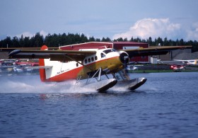 de-havillandbombardier-n13ga-private-anchorage-lake-hood
